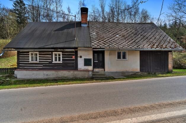 Chalupa v obci Machov